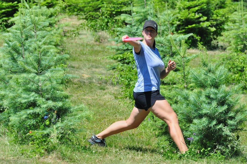 Valarie Jenkins lines up a shot at the 2016 Vibram Open. Photo: PDGA