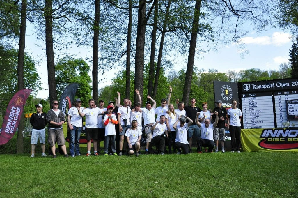 9bac9f59c1e1a 2016 Konopiště Open volunteers. Photo  prodiscgolf.cz